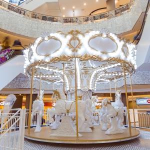 Vino in Bucuresti  Mall Vitan incepand cu 24 noiembrie si te poti bucura de o experienta inedita intr-un carusel de Craciun