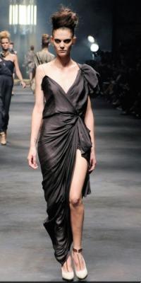 Длинное платье с разрезом-горячий тренд сезона весна-лето 2010.