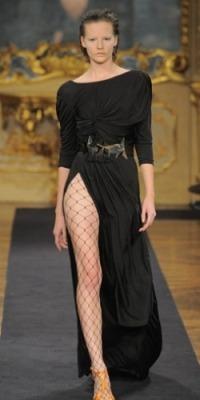 Платье с разрезом-модный тренд сезона весна-лето 2010.