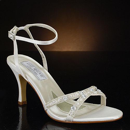 Castiga o pereche de sandale de mireasa in valoare de 580 de lei, oferita de e-Ivory.ro!