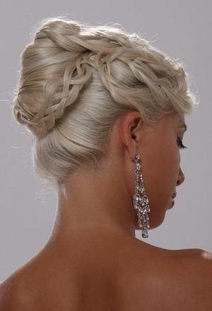 Coafura de nunta: cele mai frumoase 50 de modele pentru nasa, soacra si domnisoare de onoare