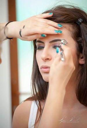 Make-up de nunta care rezista 24 ore? Afla de la specialist mai multe despre aerograf!