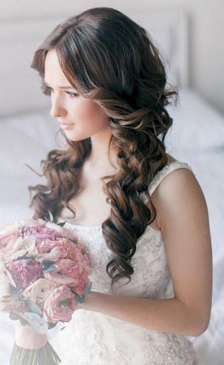 Coafuri de nunta pentru femeile cu parul cret