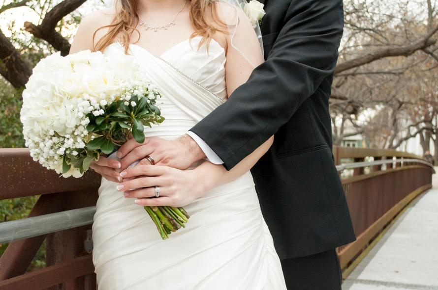 De ce se poarta inelul de logodna pe inelar! Semnificatia te va emotiona