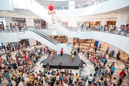 Peste 500 de copii si adolescenti si-au demonstrat dexteritatea la evenimentul de Kendama organizat de Plaza Romania si de Diverta