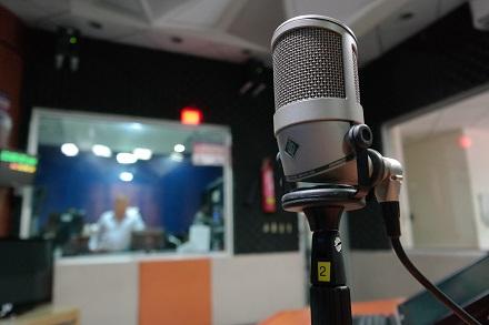 Jobul la radio, deseori intalnit in CV-urile vedetelor