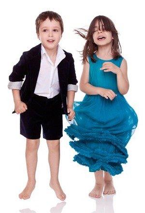 Modele deosebite de costume festive pentru copii la nunta
