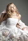 Croiala rochiei de mireasa dicteaza stilul si forma bijuteriilor