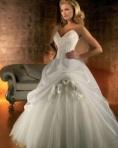 Colectii surprinzatoare de rochii de mireasa in 2012