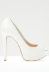 Pantofi cu toc: modele pentru toate miresele