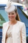 Trucuri de vestimentatie, atitudine si machiaj de la ducesa Kate Middleton