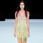 Trend alert: Pantalonii in culori tari si imprimeuri vibrante