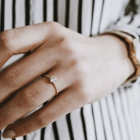 nu scrie pe facebook ca te-ai logodit