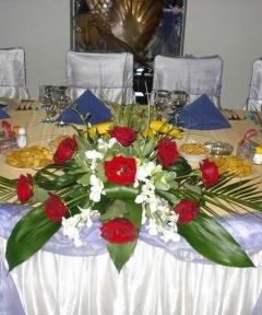 Decoratiuni mese nunta flori