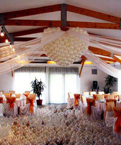 Aranjamente cu baloane pentru nunta moderna