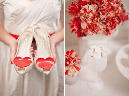 Pantofi rosii pentru mireasa