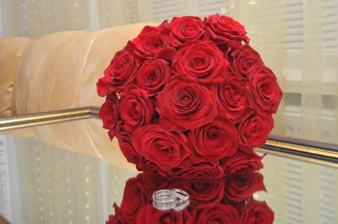 Buchet din trandafiri rosii; Pret: 170 lei