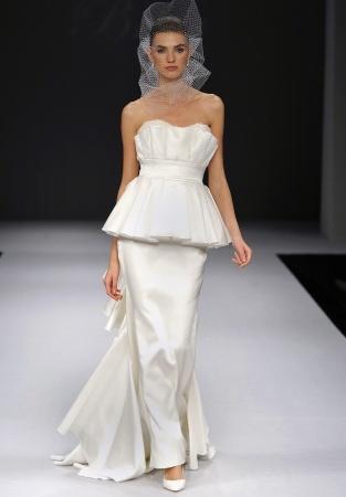 rochie de mireasa peplum