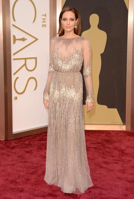 Angelina Jolie in rochie Elie Saab
