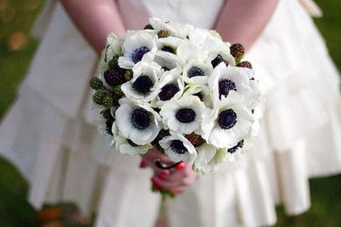Buchet din anemone; Pret: 290 lei