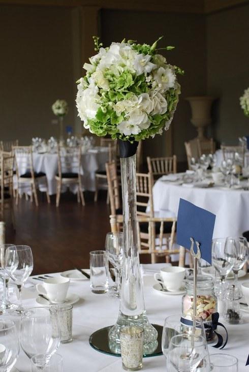 Aranjament cu hortensii vezi si albe; Pret: 250 lei