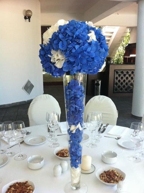 Aranjament din hortensii albastre; Pret: 220 lei