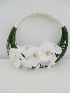 Buchet gentuta cu orhidee Phalaenopsis; Pret: 390 lei