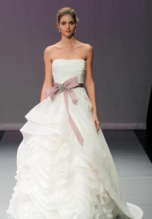 rochie de mireasa cu accesoriu