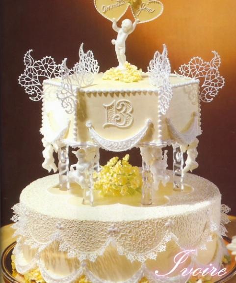 tort de nunta cu dantela