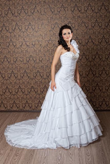 rochie de mireasa in linie A