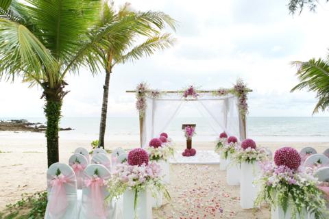 Ceremonia de nunta pe plaja