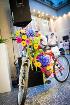Bicicleta pe post de aranjament floral