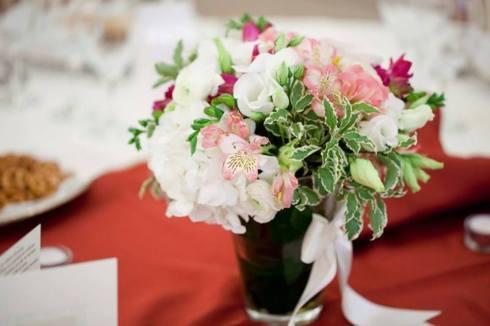 Aranjament floral realizat de Rainbow Events