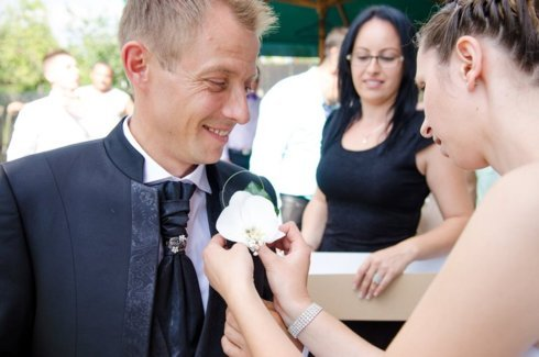 Flori in piept la nunta