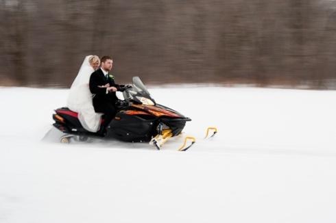 Miri pe snowmobil