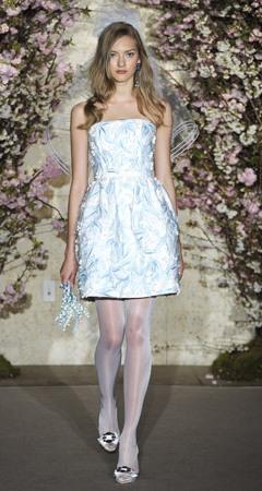 rochie de mireasa cu model