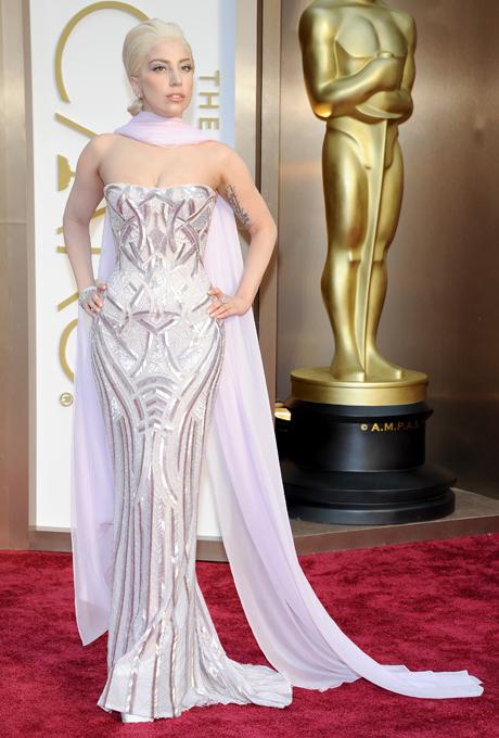 Lady Gaga in rochie Versace
