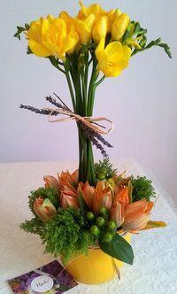 Aranjament floral cu frezii