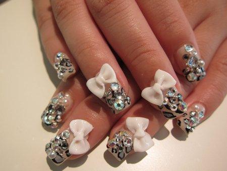 Modele de unghii cu fundite pentru nunta