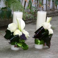 Lumanari de nunta realizate din trandafiri, cala si trachelium