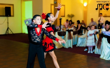 Copii dansatori la nunta