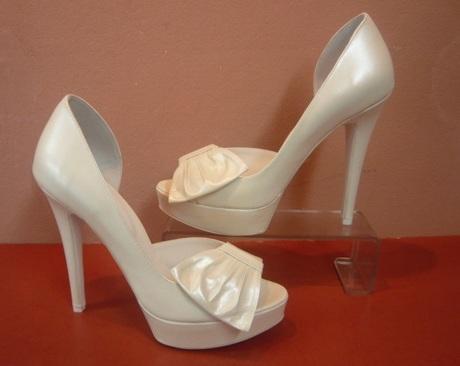 Pantofi de mireasa extravaganti