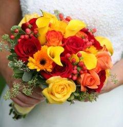Buchet fresh de mireasa din trandafiri, gerbera, hipericum red, cale si pittosporum