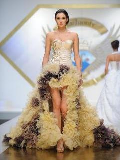 Rochie de mireasa cu pene de strut, perle si cristale swarovski