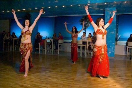 Dansatoare orientale la nunta