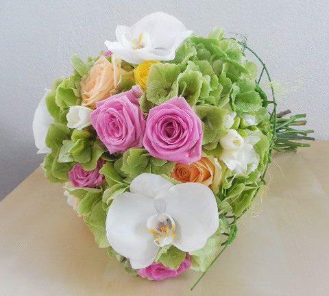 Buchete de mireasa cu flori multicolore