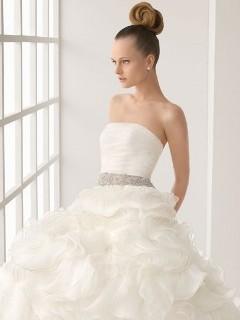 Rochie de mireasa pe talie