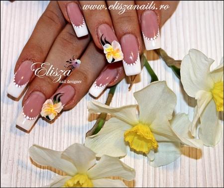 Modele de unghii cu floricele pentru mireasa