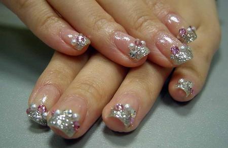 Modele cu perle de unghii de mireasa