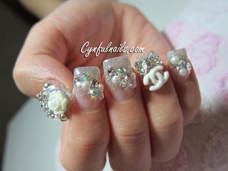 Modele de unghii cu pietricele si cristale
